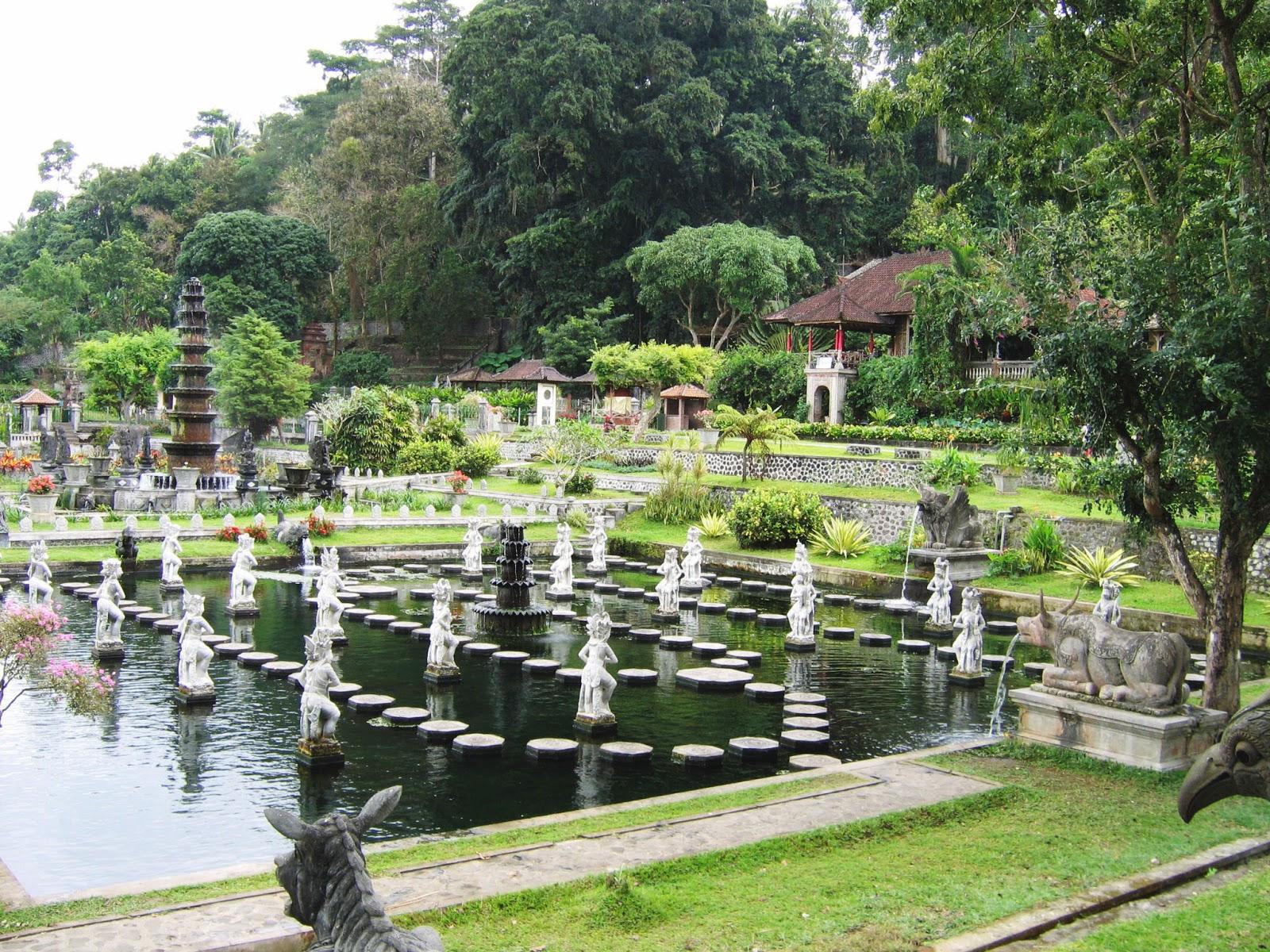 Istana Taman Tirta Gangga