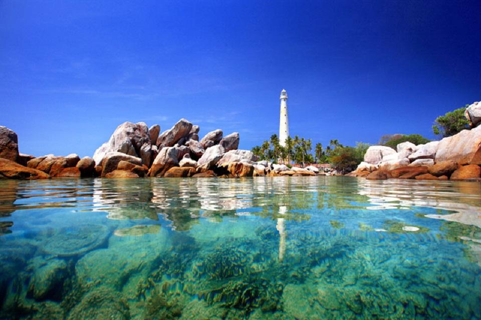 Pulau Lengkuas Si Pencuri Hati