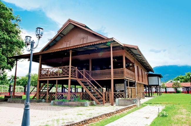 Rumah Tradisional Banua Sou Raja
